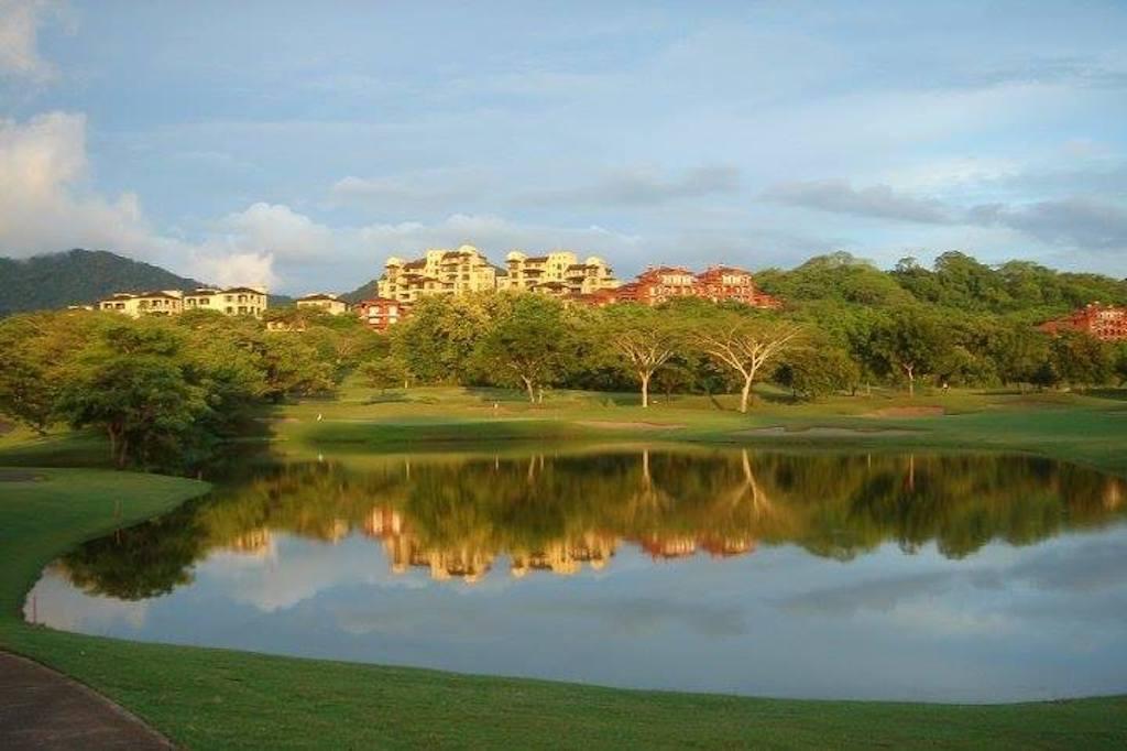 Llama-del-bosque-general-ad-golf-front-community-reserva-conchal-playa-conchal-golf-resort