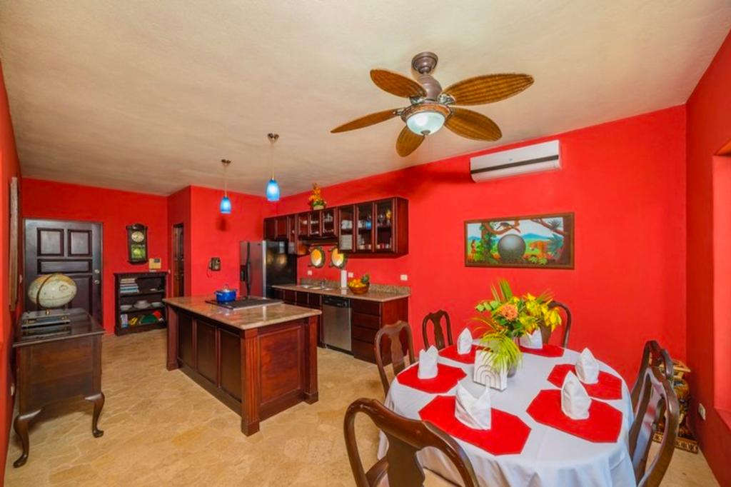 Casa Tigre-oceanfront-beachfront-7bedrooms-7-bedrooms-pool-oceanview-home