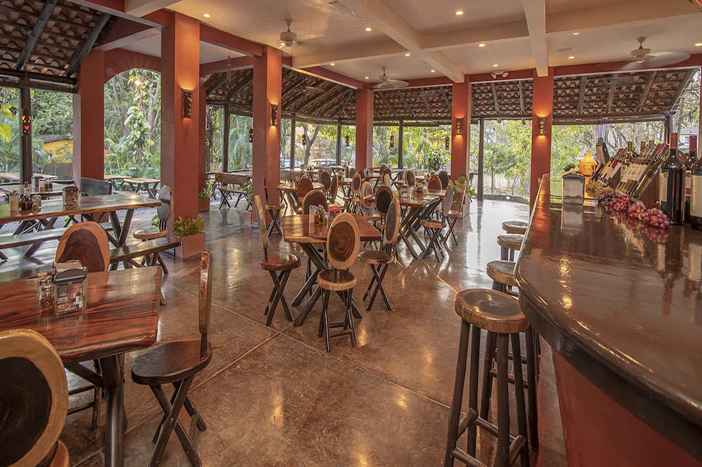Baulas-pizzeria-great-business-opportunity-playa-tamarindo-guanacaste-costa-rica-beach-community-investment