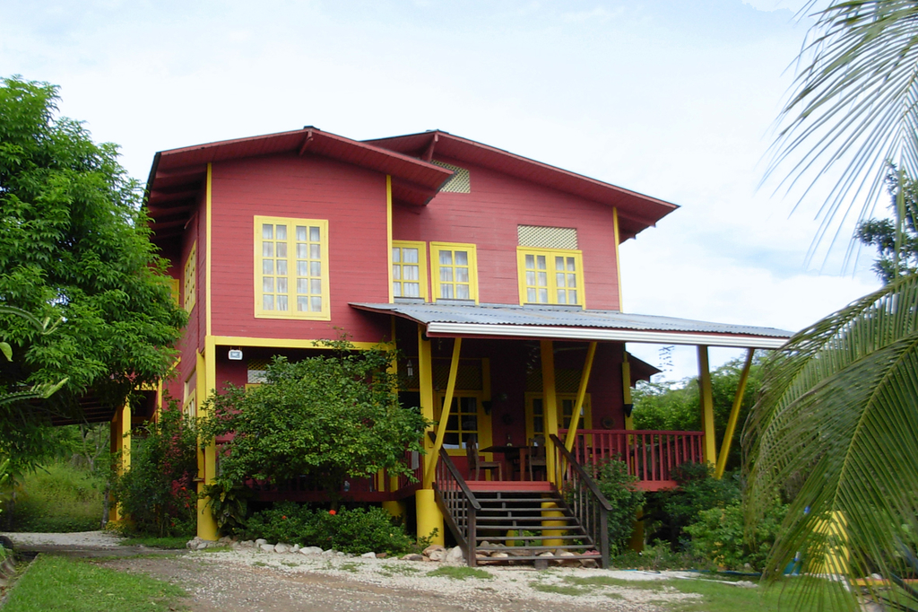 casa madera houses and cabinas
