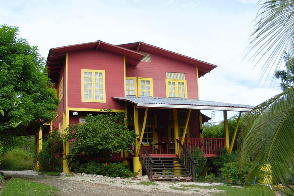 casa madera houses and cabinas