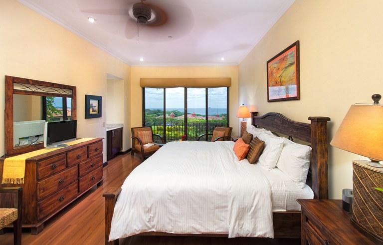 Malinche 12A master bed