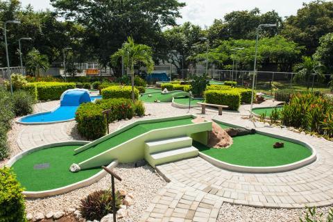 Bolas-Locas-Mini-Golf-And-Restaurant