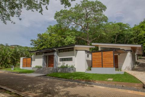 Casa-Senderos-gated-community-playa-tamarindo