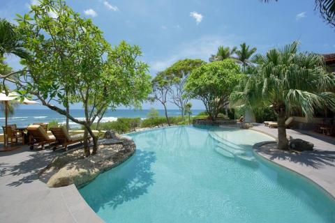 Mono-Malo-Breathtaking-Beachfront-Estate-Playa-Langosta