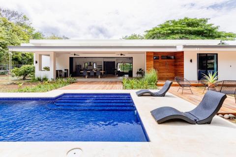 tamarindo-las-ventanas-surfing-vacation-investment-gated-community-travel-expat