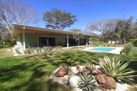 Casa-Carole-Black-Stallion-Hills-rental-investment-vacation-residence-retirement-property-playa-tamarindo-surf-guanacaste-costa-rica