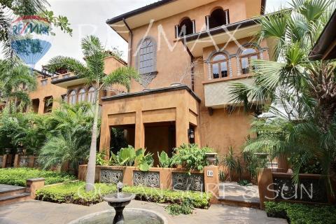 Courtyard villa 10 in Playa Langosta