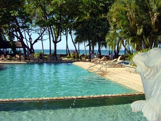 Diria hotel beachfront pool
